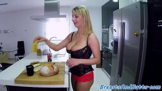 Glam bigtit babe banged in the kitchen