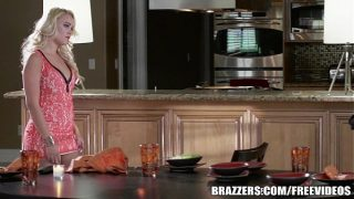 Brazzers – Alexis Monroe gets fucked in the kitchen